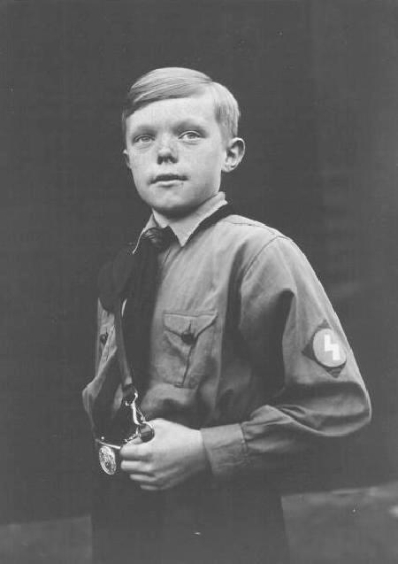 Hitler Youth uniforms : DJ rune lighting bolt patch