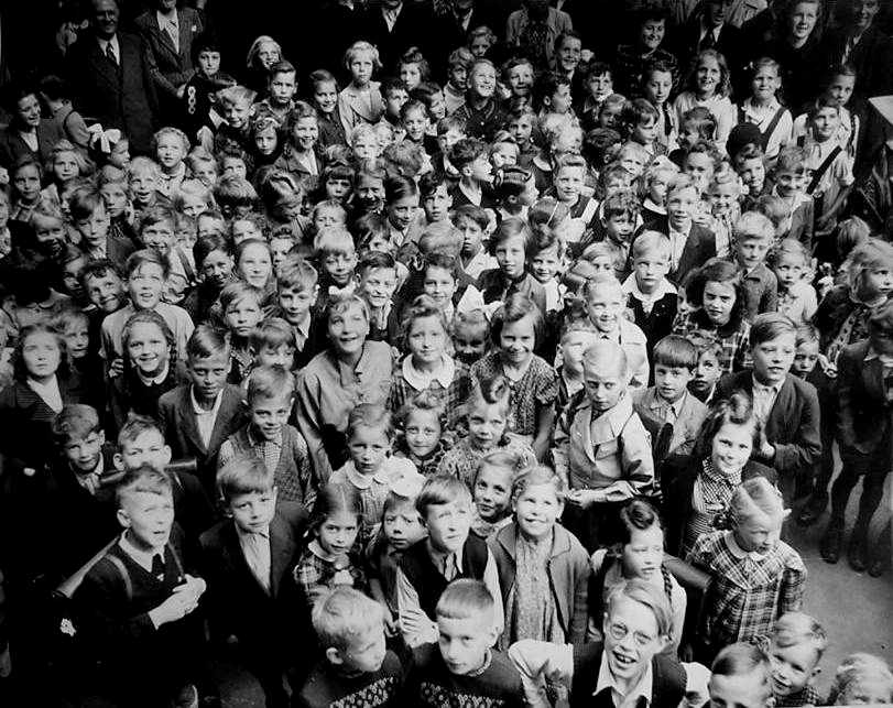 What can the hitler youth in germany be compared to in the soviet union?