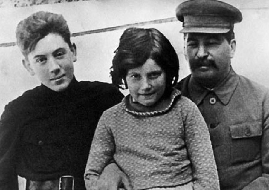 Josef Stalin'in, Oğlu Vasili ile ilgili görsel sonucu