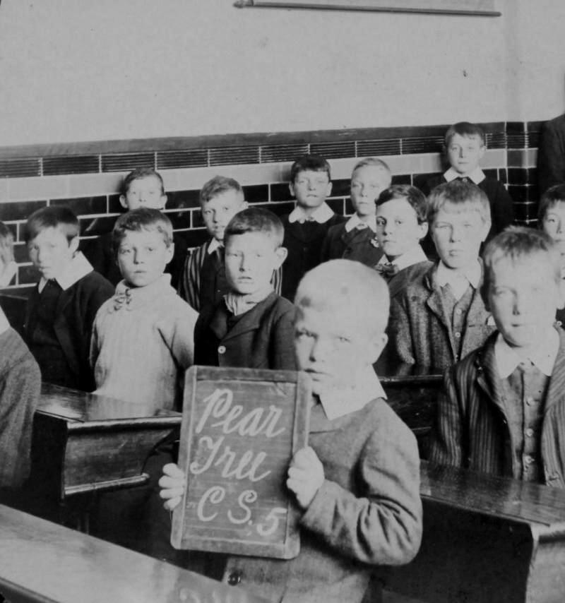 When did school uniforms start - hereufilbk.gq