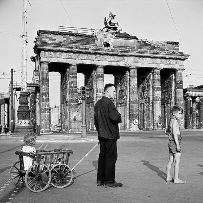 Berlin: Then And Now |Brandenburg Gate Ww2