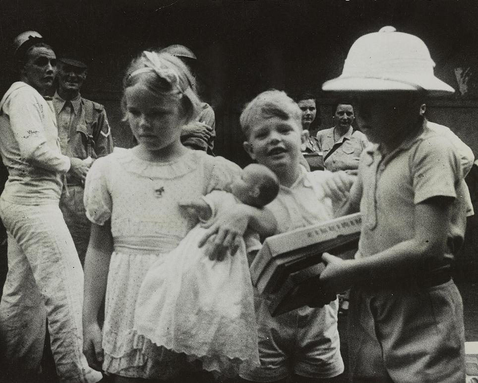 Britain towards the policy of evacuating children - Sample Essay
