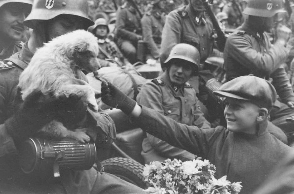 A Waffen-SS regiment   Waffen Ss March