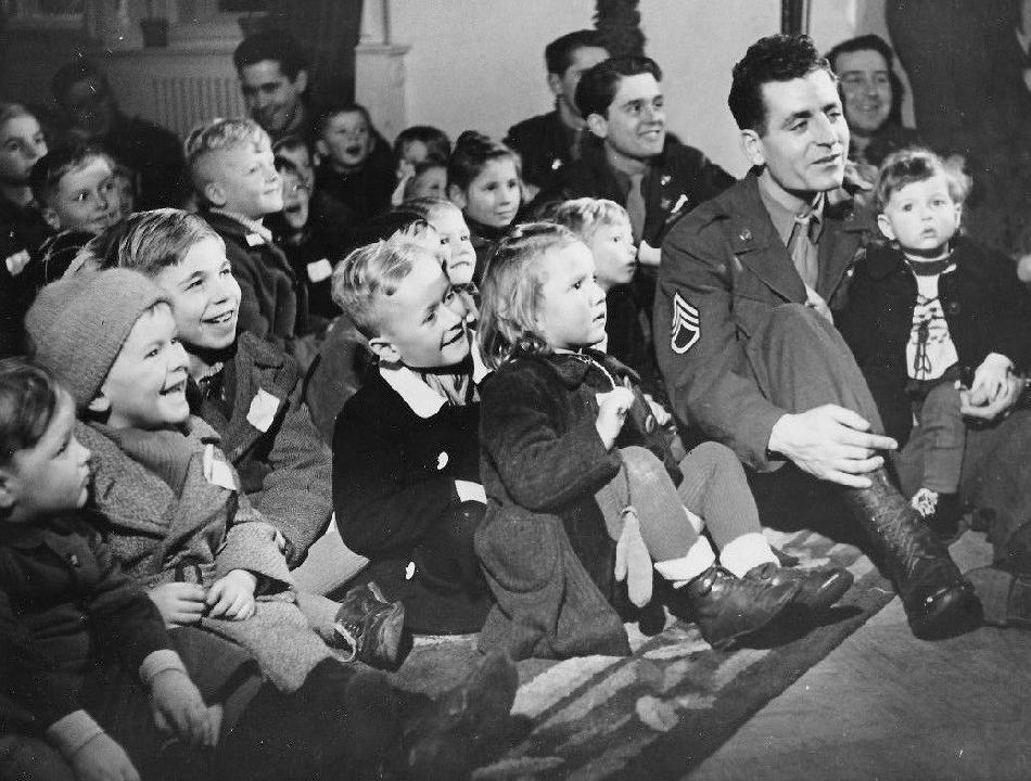 World war ii aftermath in germany gis and children for How many homes were destroyed in germany in ww2