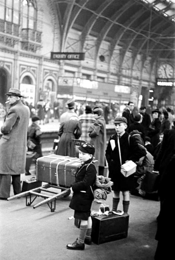 evacuation in the second world war essay Britain of evacuation in world war two essay  we will write a custom essay sample on britain of evacuation in world war two  evacuation, second world war.